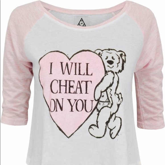 Unif I will cheat on you cropped baseball shirt